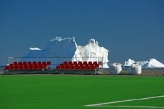 Fussballplatz-mit-Aussicht-auf-Eisberge