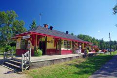 Die-Stationen-sind-heute-Cafes-oder-touristinformationen