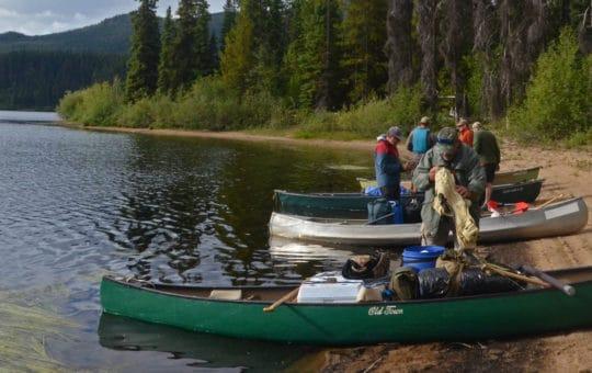 Das Nation Lakes Kanu-und Lodge Abenteuer im nördlichen British Columbia